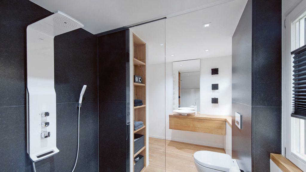 Teilsanierung: Duschpaneele oder Duschsäulen ersetzen die herkömmlichen Handbrausen.